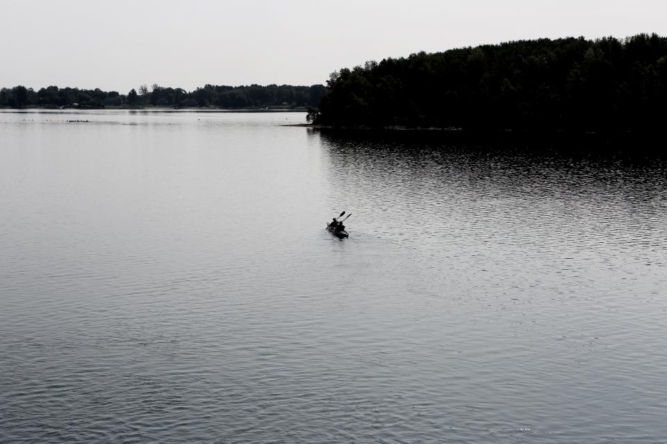 canoe, kayak, paddle, lake, water, outdoors, nature, people