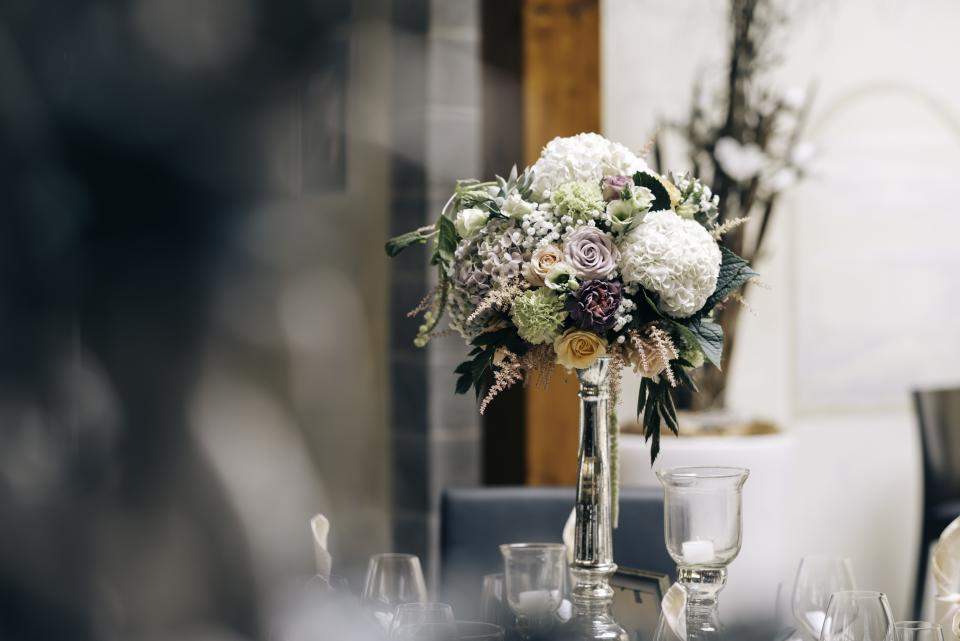 flower white petal bloom centerpiece table fine dining restaurant