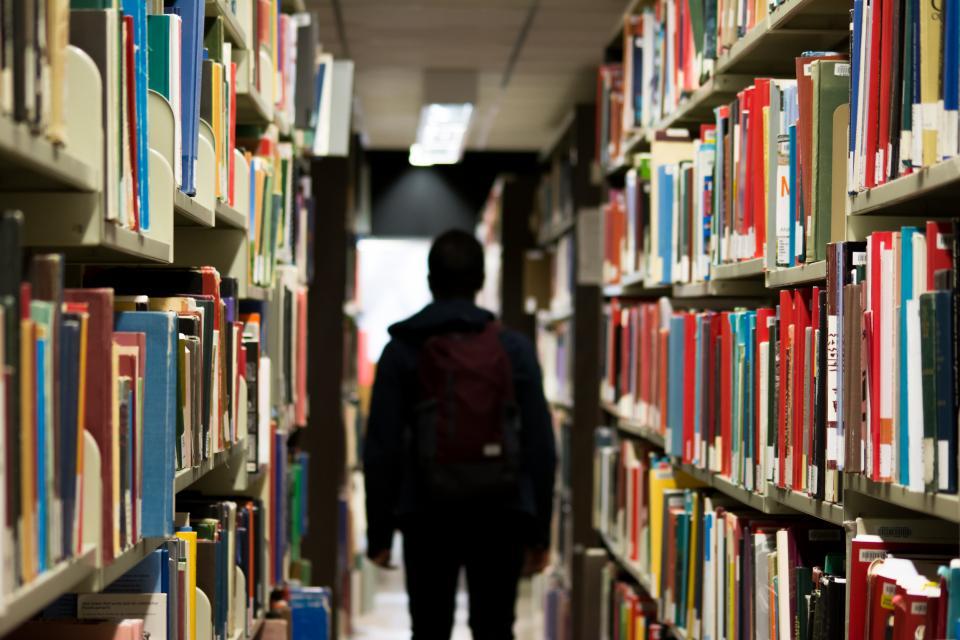 library books shelves student school learning