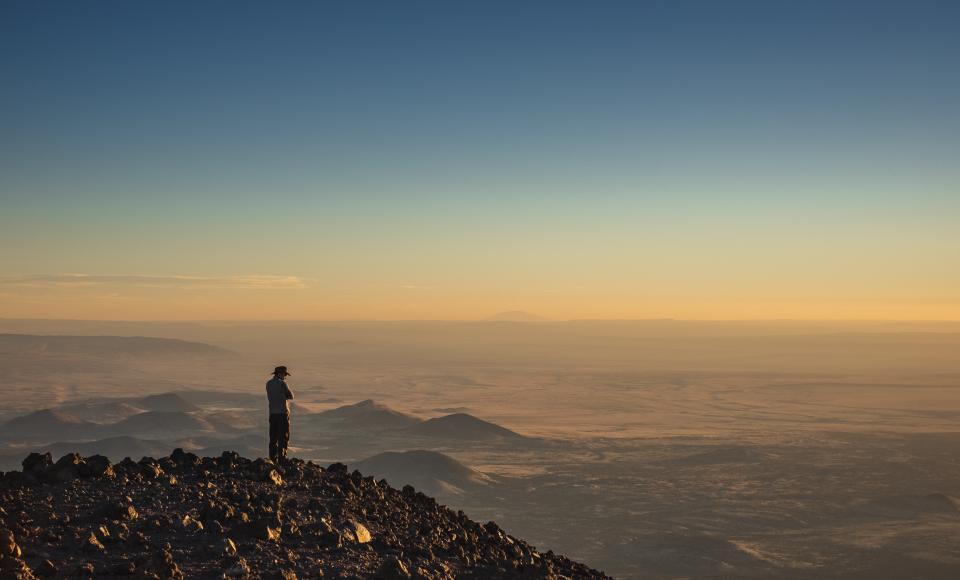ridge, summit, cloud, rock, hill, mountain, mountain, horizon, blue, sky, people, alone, sad, travel
