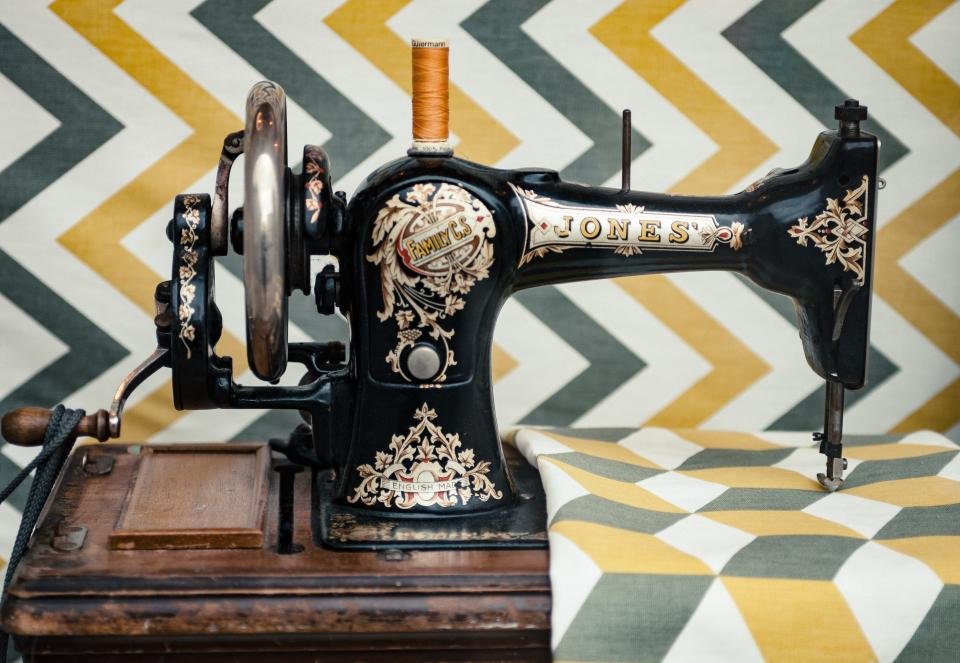 sewing, machine, technology, vintage, old, things, steel, wooden, yarn, cloth, cotton, zizag