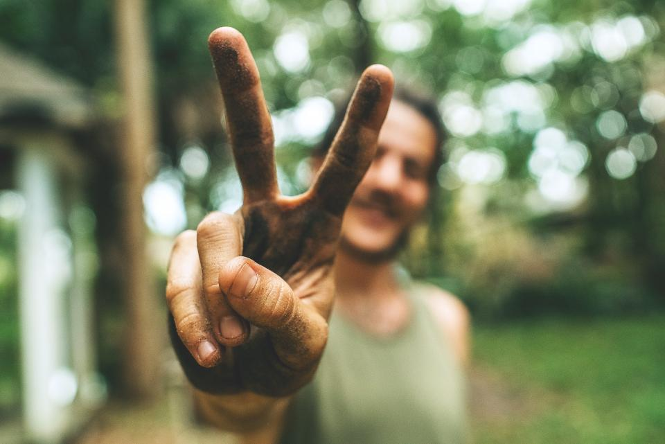 people man guy hand finger outdoor nature bokeh blur peace sign