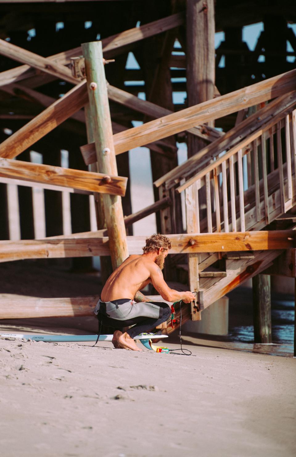 people, man, guy, work, building, cottage, wood, lumber, carpenter