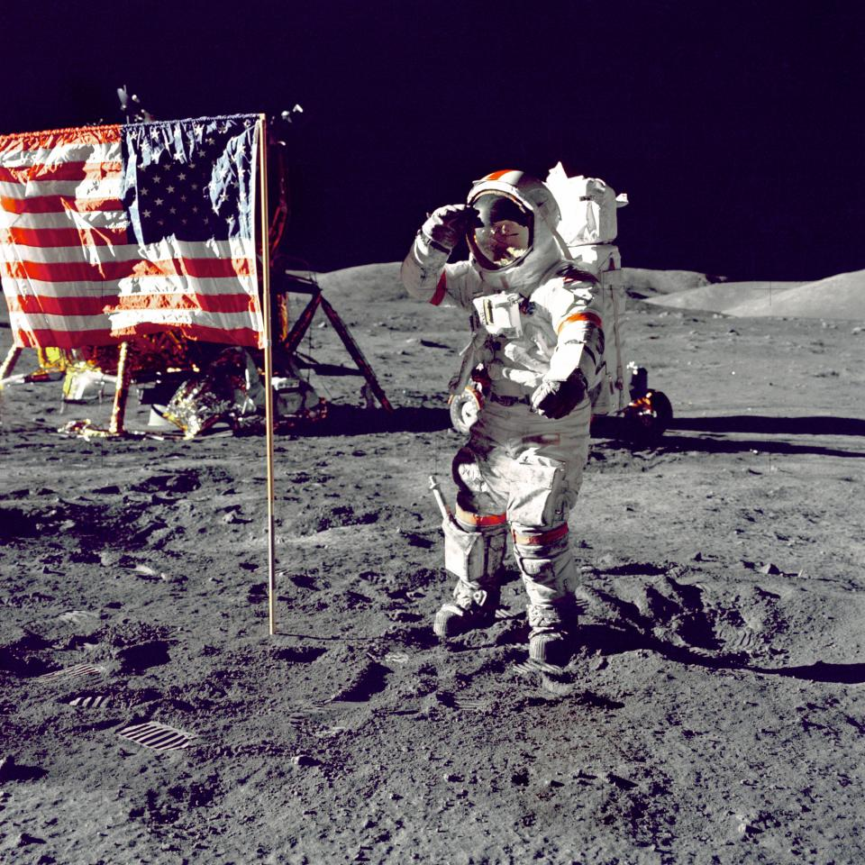 space, moon, flag, astronaut, dark, gravity, united states, democracy, sovereignty