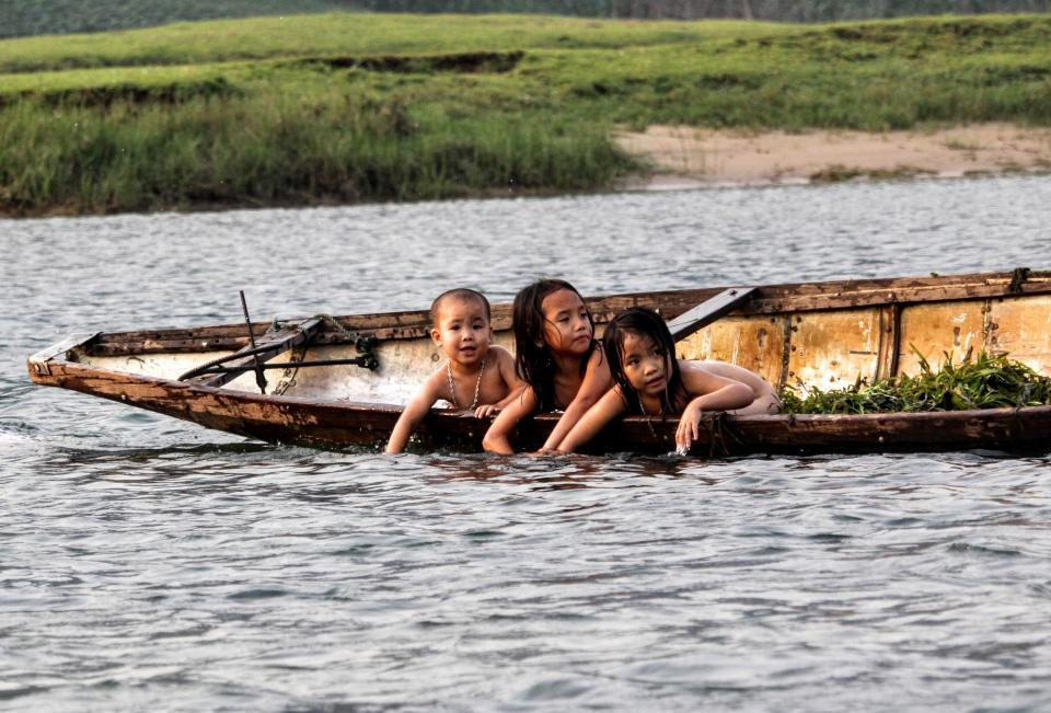 boat, children, kids, boy, girls, swimming, sailing, playing, river, water, lake, nature, adventure, outdoor, green, grass