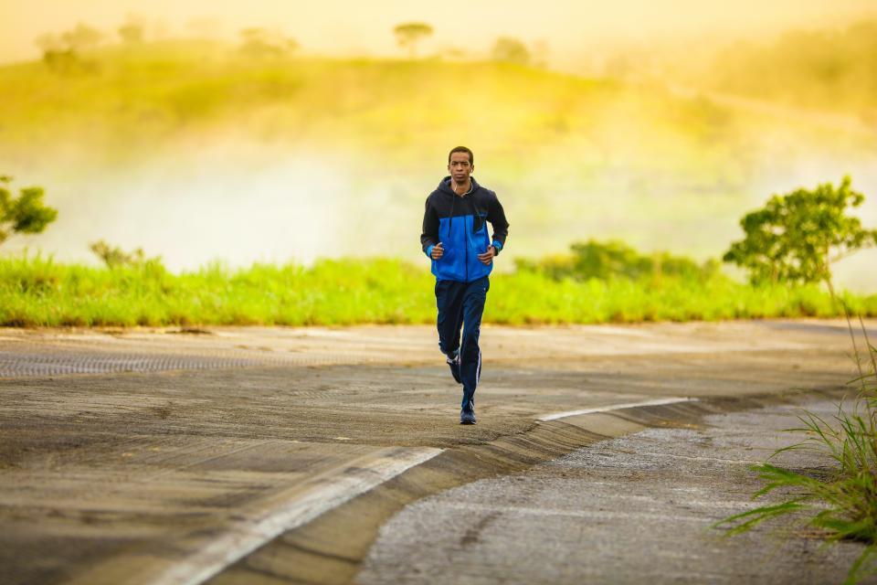 人、男、緑、草、道、ジョギング、フィットネス、運動