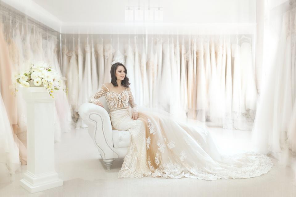 wedding, marriage, bride, flowers, bouquet, dress, white, couch, pillar, beauty, fashion, model