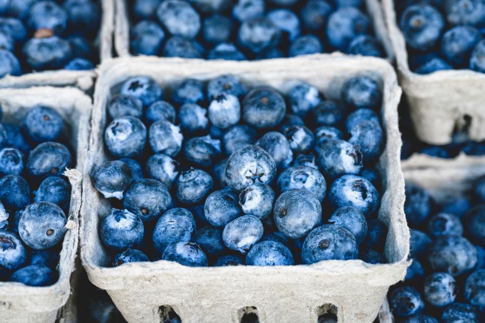 blueberries blueberry fruits basket food market