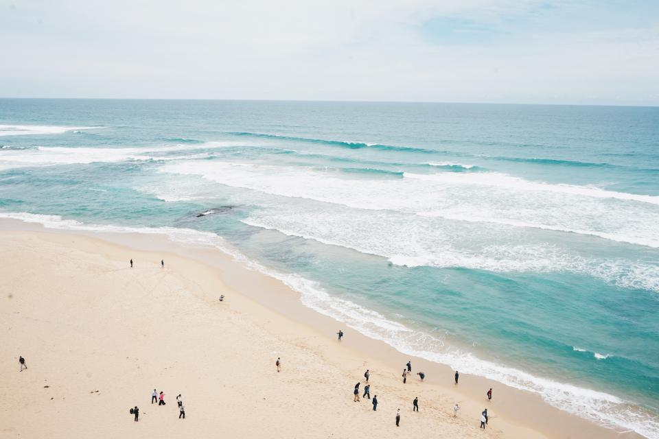 sea, ocean, blue, water, waves, nature, white, sand, beach, summer, vacation, coast, shore, outdoor, horizon, people, family, friends, swimming, bonding, outing, travel