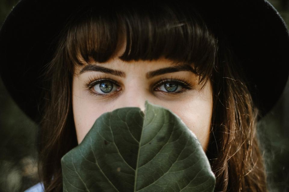 green leaf people girl woman face eyes eyebrow hair black hat beauty