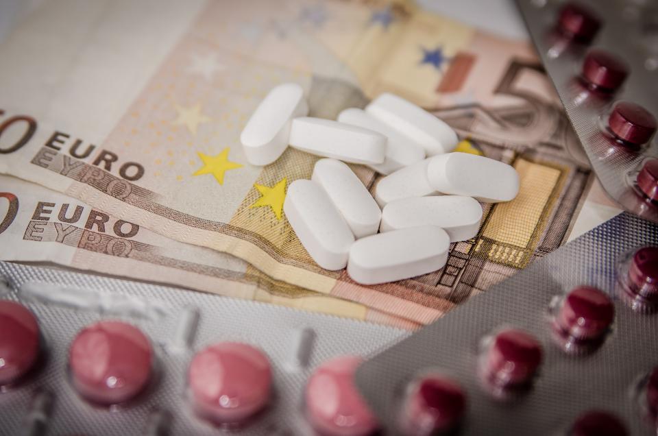 pills, medicine, medical, capsules, pharmacy, money, euro, sick, health