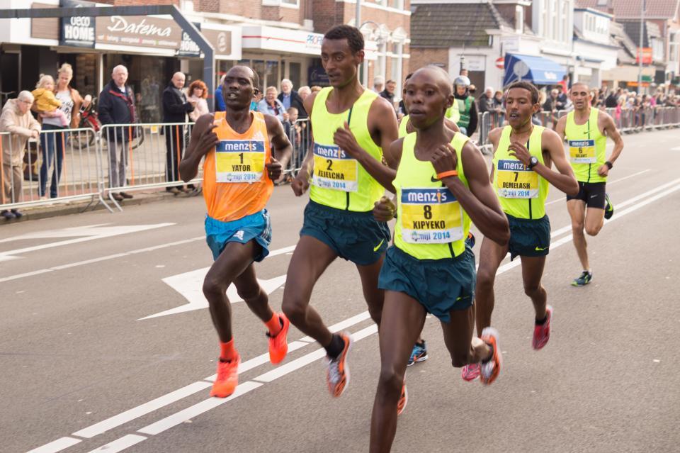 走るスプリントマラソン運動フィットネス競争レースストリート群衆観客