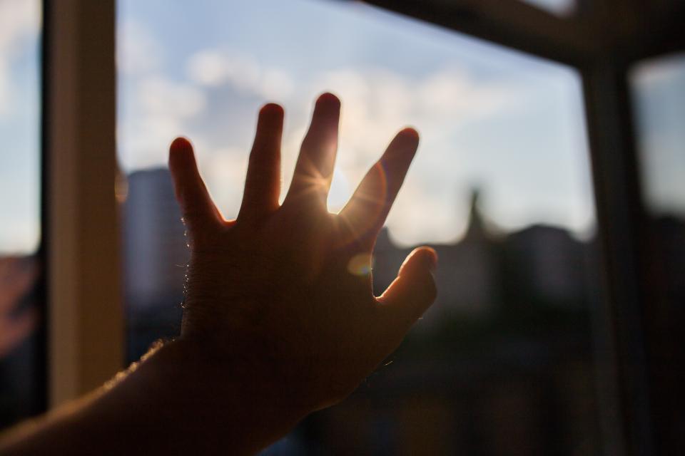 sun rays hands shadow silhouette