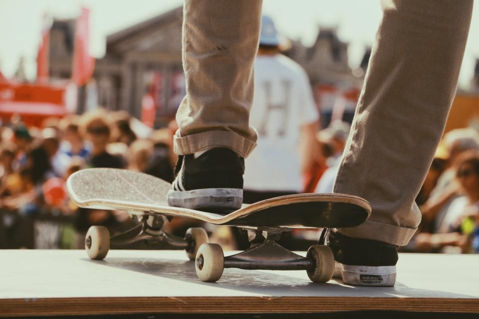 skateboard, games, sports, people, crowd, men, stage, legs, shoes, footwear