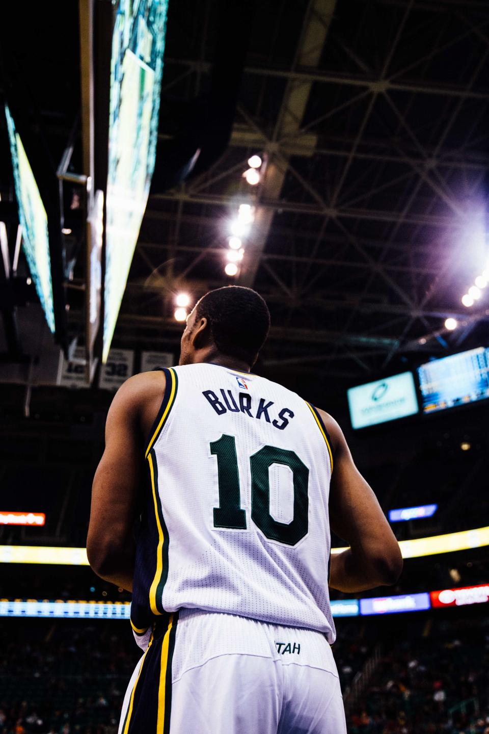 basketball, court, arena, athlete, sports, fitness, jersey, guy, man, people, team