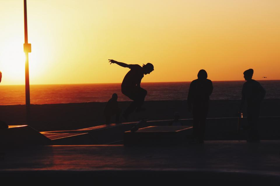 sunset, dusk, sky, summer, skateboarding, skateboard, skateboarders, people, silhouette, shadow, beach, ocean, sea, horizon, friends, group