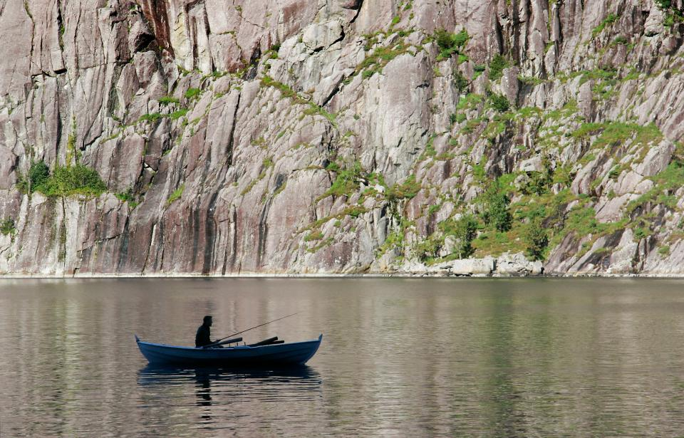 lake, water, people, man, fishing, sailing, boat, mountain, highland, nature, landscape, trees, plant