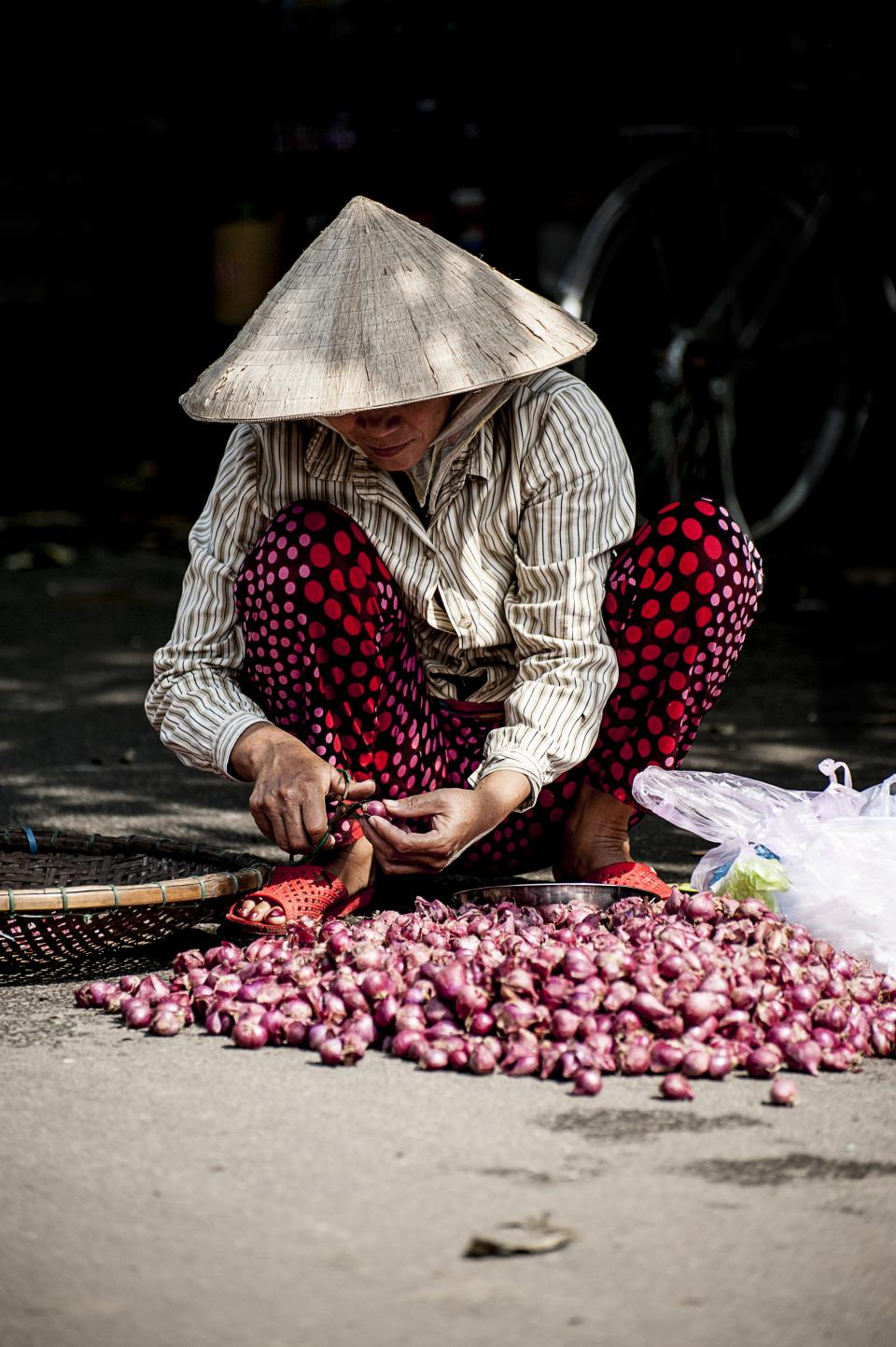 people, woman, labor, onion, poor, sad, vendor, farmer