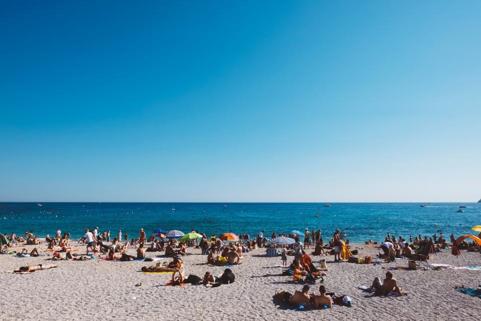 people, family, friends, men, women, kids, swimming, beach, sand, shore, sea, ocean, blue, water, waves, nature, horizon, sky, sunny, summer, vacation, umbrella, suntan