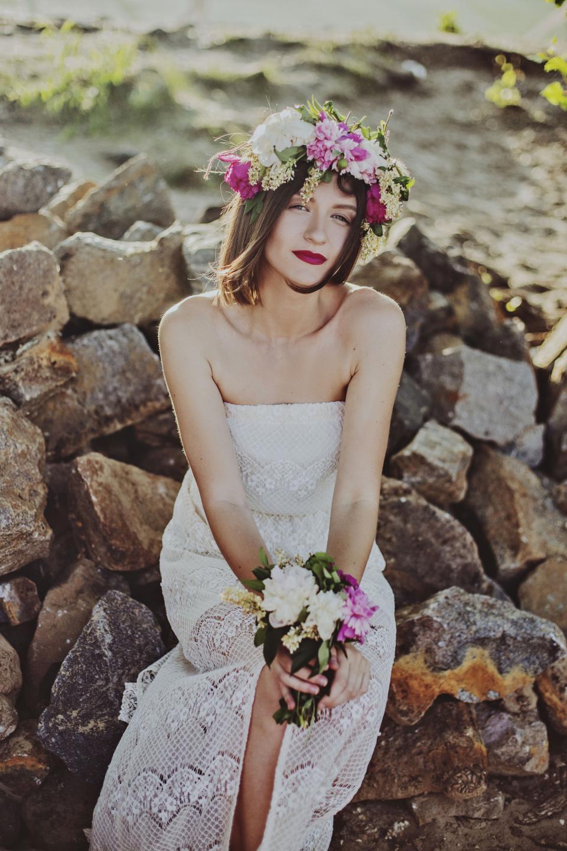 people, woman, beauty, wedding, marriage, dress, white, bouquet, flowers, crown, rock, stone