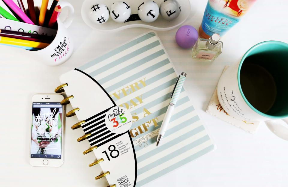 calendar agenda planner planning pen iphone mobile technology office desk business pens pencils cup mug