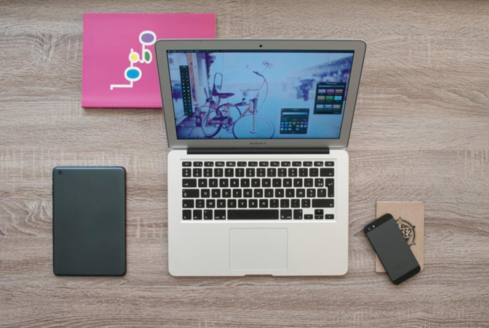 macbook ipad iphone book notebook desk workspace wood office business laptop technology