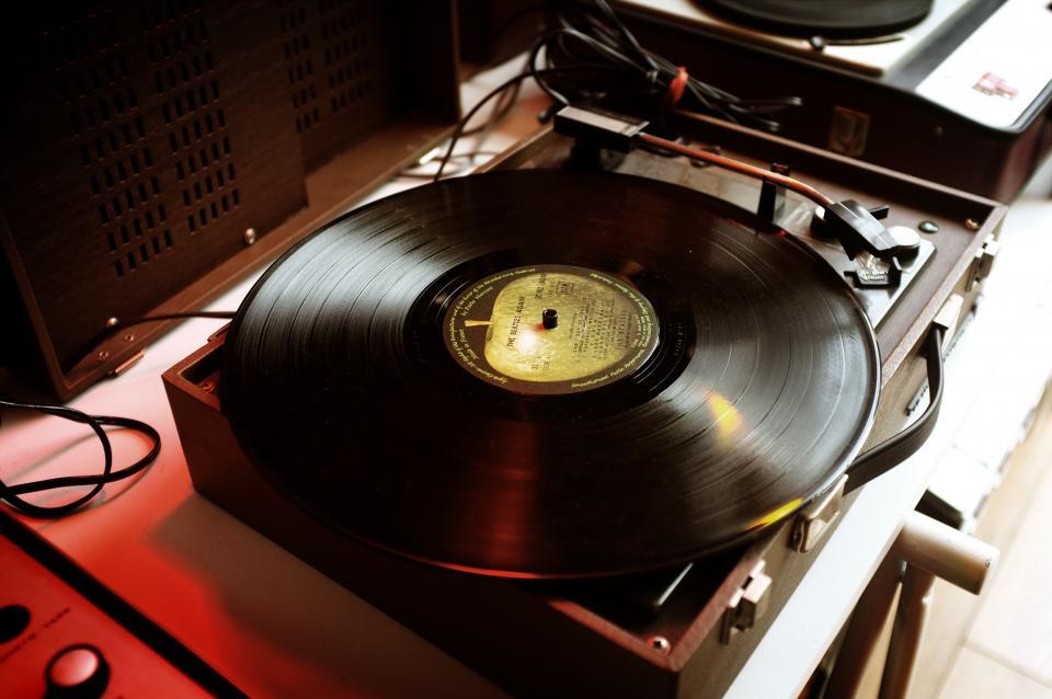 vinyl, music, sound, old, technology, record, vinyl player, aesthetic