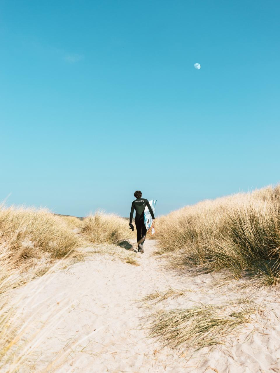 mountain, highland, white, sand, surfing, adventure, outdoor, grass, landscape, people, guy, man, walking, alone, sport, sunny, day, blue, sky