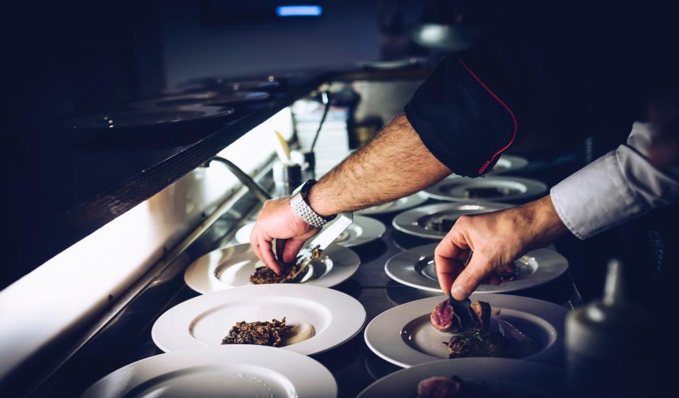 chef, cook, plate, dish, meat, preparing, desert, hands, watch, kitchen, restaurant
