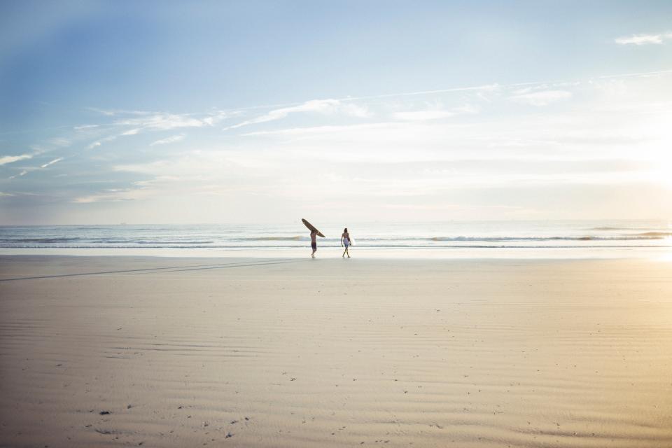 horizon, sea, ocean, water, waves, people, men, walking, surfer, surfing, board, sport, beach, shore, coast, sky, clouds