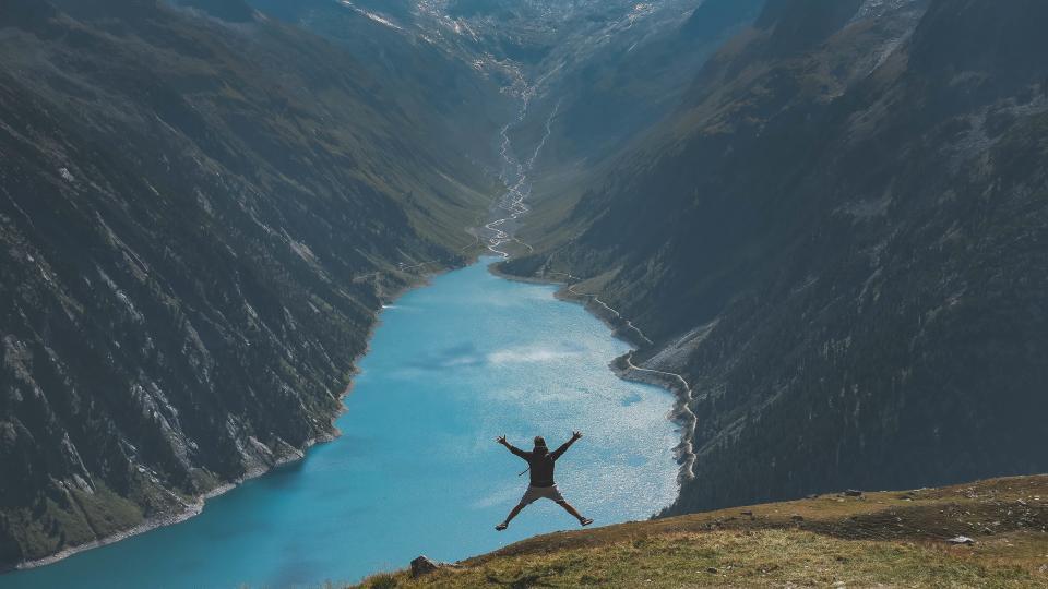 nature, happy, people, man, valley, mountain, hill, trek, travel, adventure, mountaineer