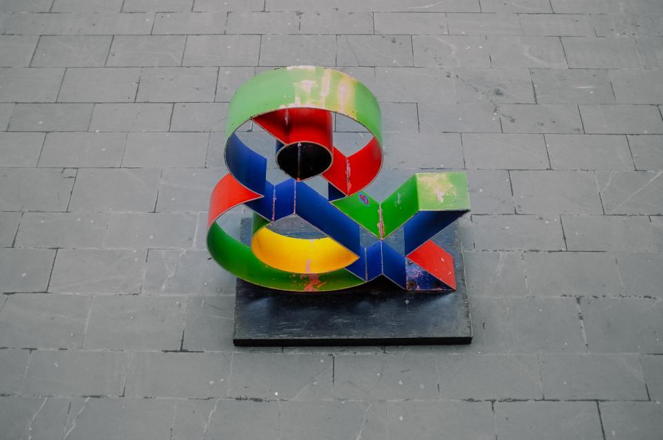 ampersand, sculpture