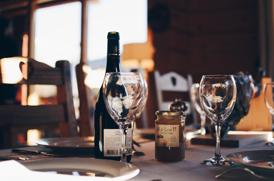 wine, glass, liqour, bottle, plates, restaurant, bar, fork, knives, chairs, table, white, wooden, steel, window, lamp, sunlight, indoor, party