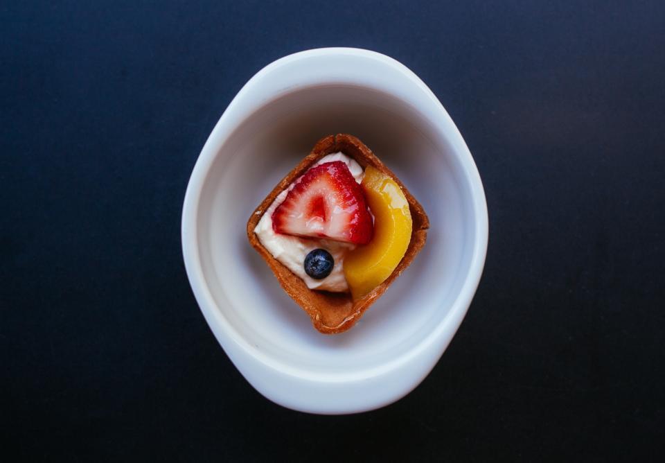 fruit, tart, food, dessert, blueberry, strawberry, peach