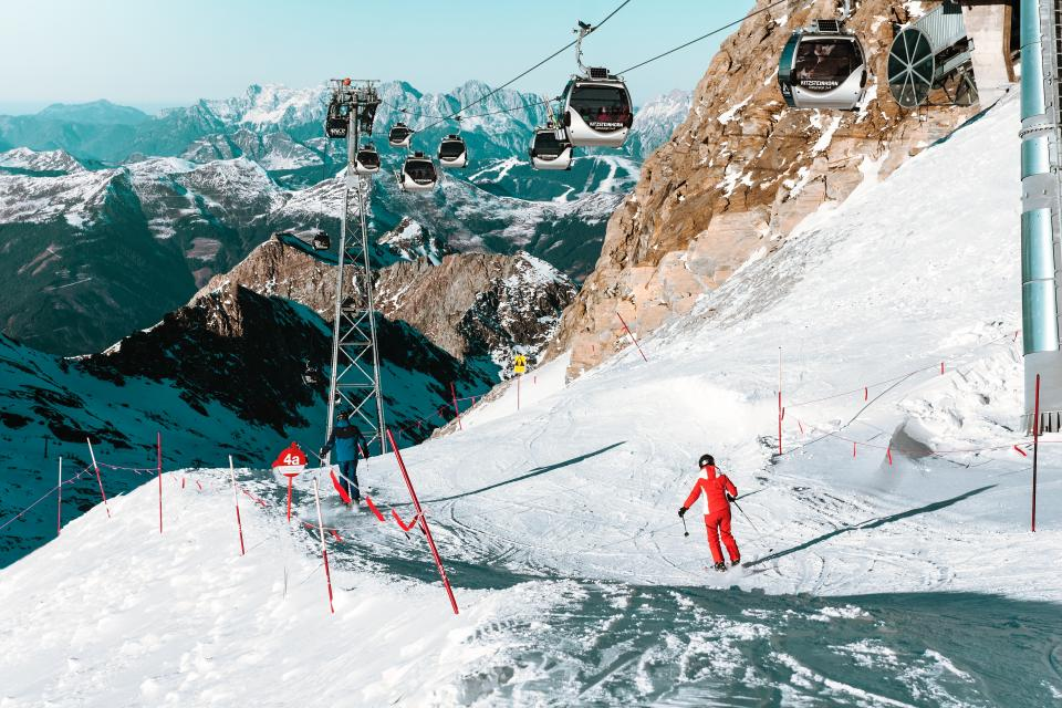 snow, winter, white, cold, weather, ice, trees, plants, nature, travel, adventure, ski, glide, slope, cable car, ride, hobby, sport