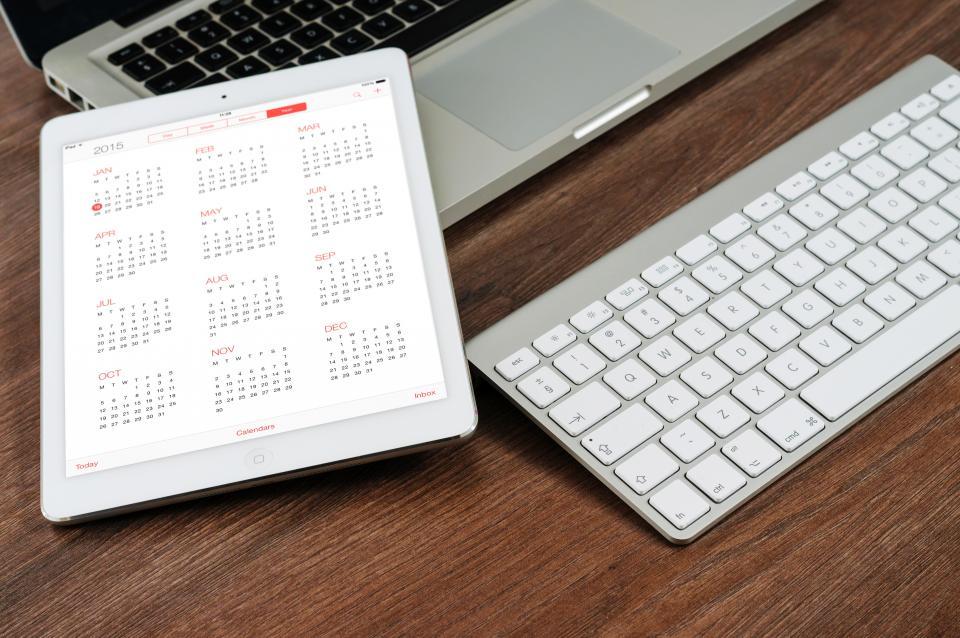 ipad, tablet, calendar, time, keyboard, macbook, laptop, technology, office, desk, business, meeting
