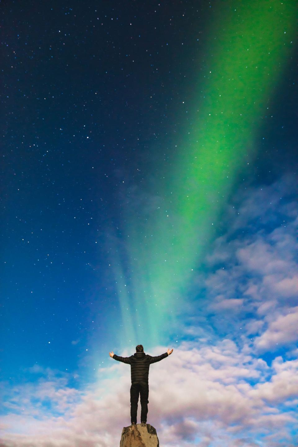 aurora, green, light, atmosphere, sky, stars, clouds, people, man, guy, alone, worship