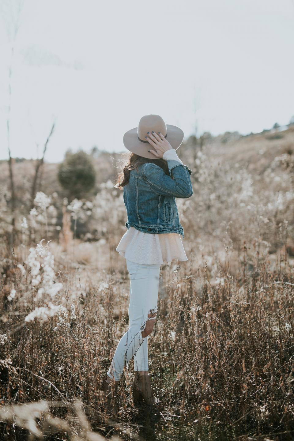 bokeh, blur, ripped, jeans, people, girl, woman, model, landscape, dress, fashion. clothing, outdoor, adventure, hat, shadow, summer, plants, grass, dry