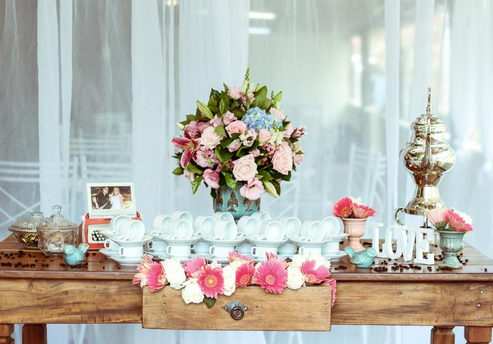 cup, saucer, ceramic, flower, bouquet, interior, design, wedding, party, decoration