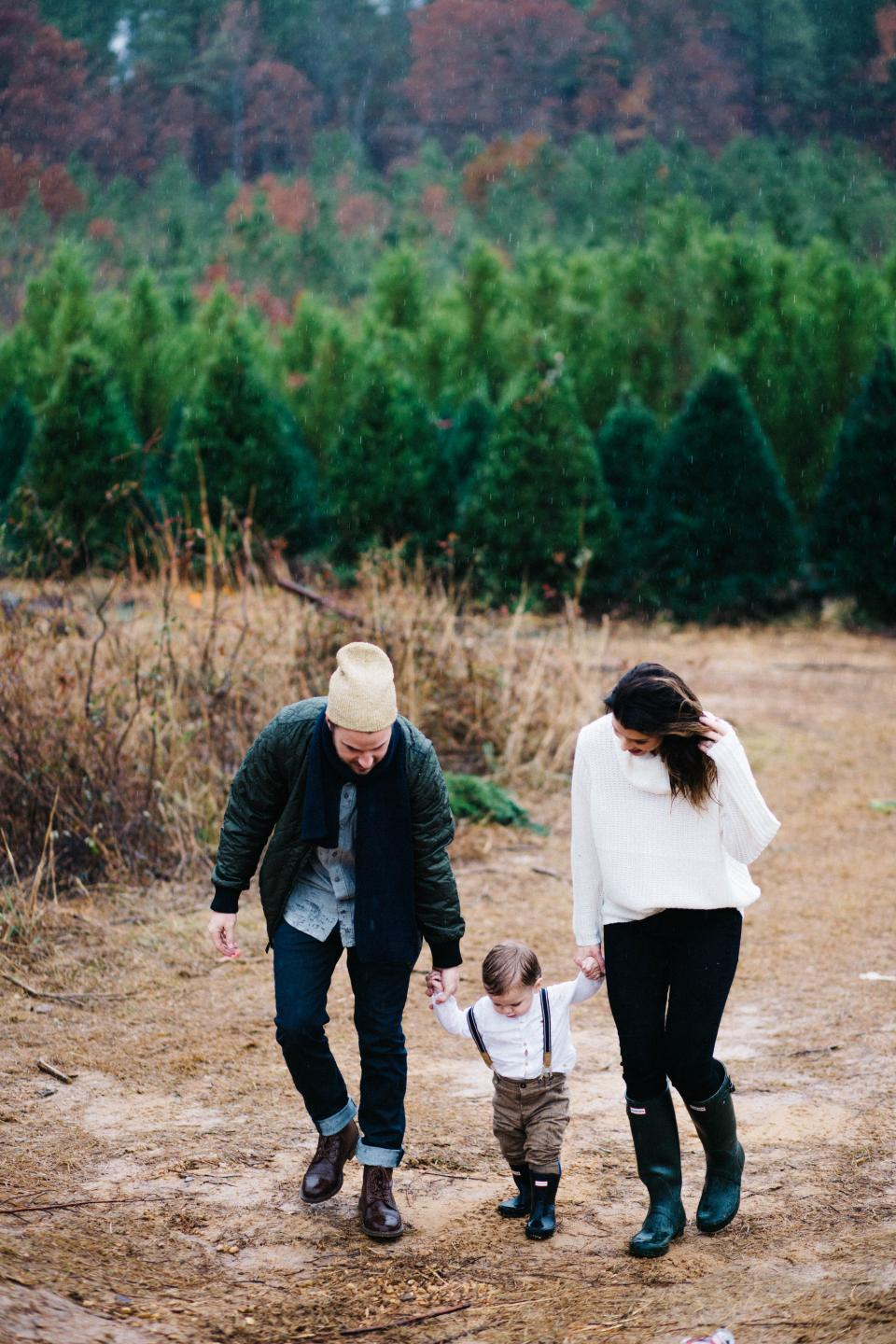 people, family, mother, father, son, kid, child, baby, woman, girl, man, husband, wife, travel, walking, hiking, outdoor, nature, landscape, trees, plant, rain