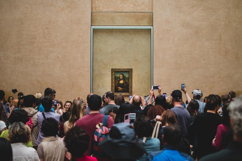 Mona Lisa painting art gallery people crowd cameras group