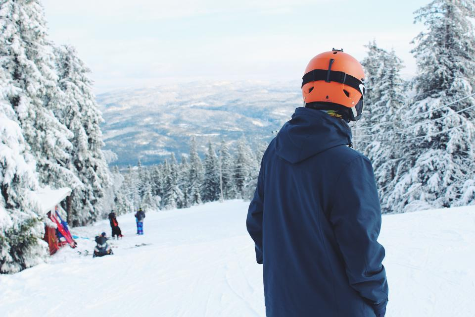 snow, winter, white, cold, weather, ice, trees, plants, nature, people, man, ski, glide, slope, hobby, sport, adventure