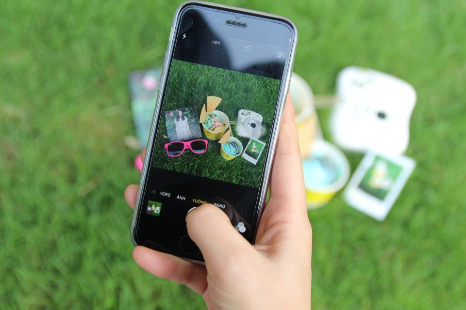 green, grass, lawn, picture, photo, mobile, phone, camera, selfie, outdoor, picnic, photography, hand