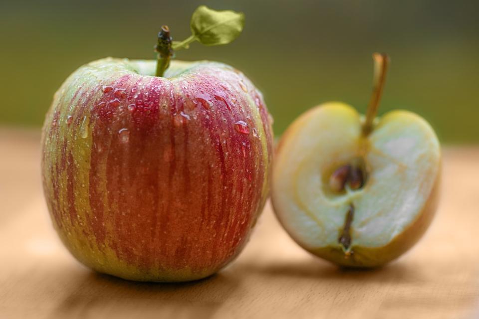red, apple, fruit, food, juicy, health, seed, wet, waterdrop, blur